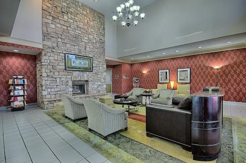 . Comfort Suites Parkersburg South