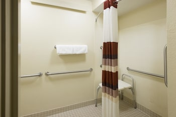 Red Roof Inn PLUS+ Wilmington - Newark - Property Image 2