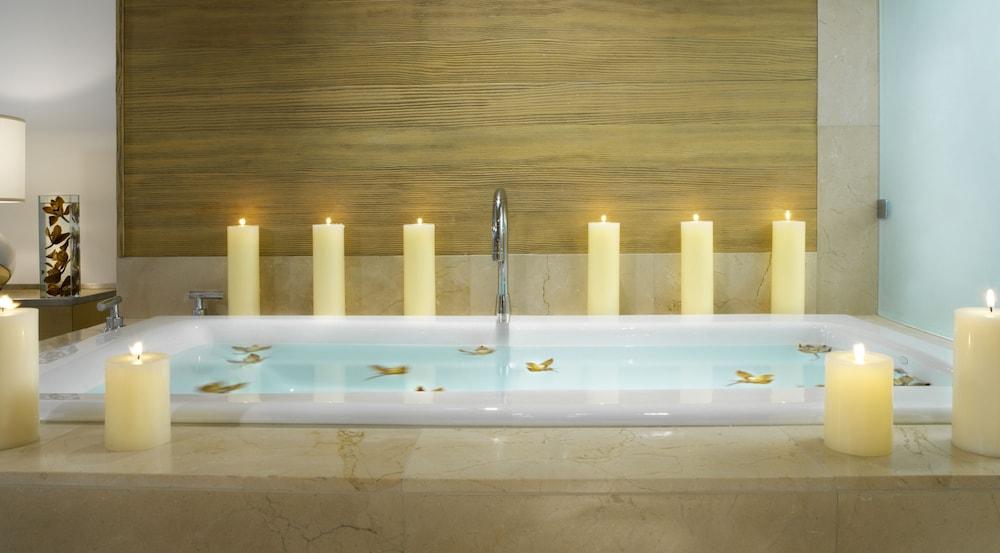 https://i.travelapi.com/hotels/1000000/10000/7900/7857/9be44817_z.jpg