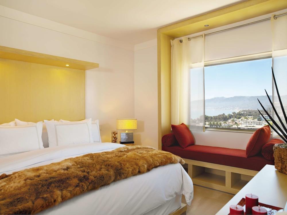 https://i.travelapi.com/hotels/1000000/10000/7900/7857/d71296db_z.jpg