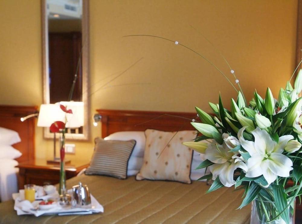 https://i.travelapi.com/hotels/1000000/10000/7900/7865/03990109_z.jpg