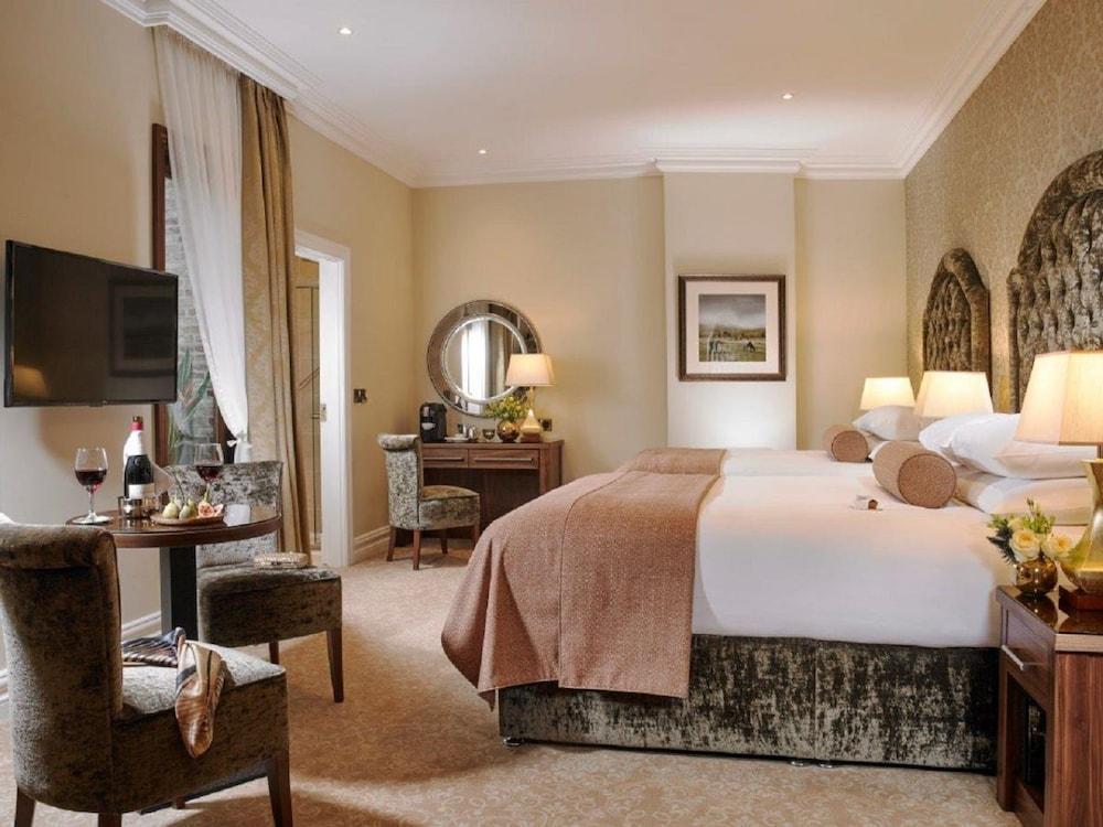 https://i.travelapi.com/hotels/1000000/10000/7900/7865/3acca5f3_z.jpg