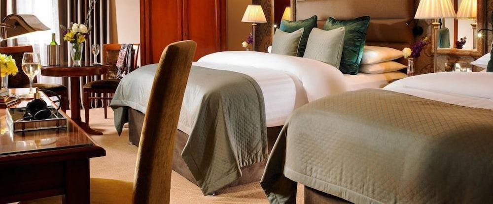 https://i.travelapi.com/hotels/1000000/10000/7900/7865/3d876fd5_z.jpg