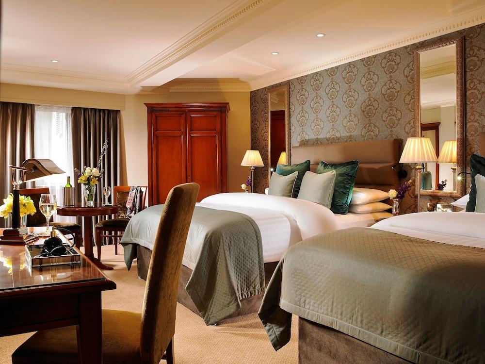 https://i.travelapi.com/hotels/1000000/10000/7900/7865/6584dad3_z.jpg