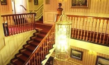 https://i.travelapi.com/hotels/1000000/10000/7900/7865/fb93b8df_b.jpg