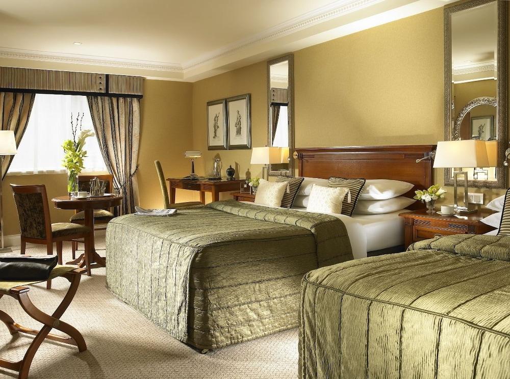 https://i.travelapi.com/hotels/1000000/10000/7900/7865/fdbd8876_z.jpg