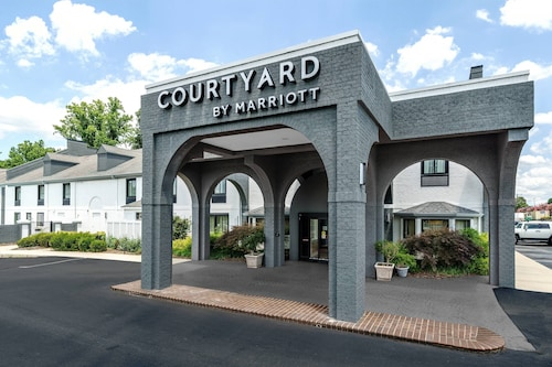 . Courtyard by Marriott Winston-Salem University