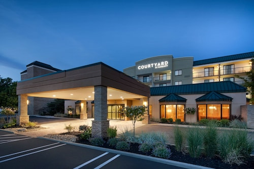 . Courtyard by Marriott Cleveland Beachwood