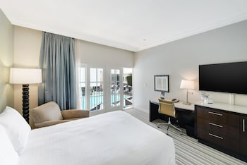 Standard Room, 1 King Bed, Pool View (Cabana)