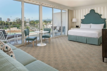 Premium Studio Suite, 1 King Bed, Balcony