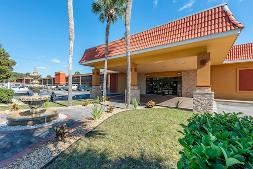 . Quality Inn And Suites Riverfront