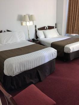 Guestroom at Windsor Park Hotel in Washington