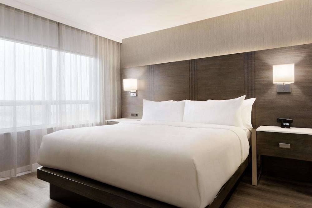 Embassy Suites by Hilton Toronto Airport, Toronto