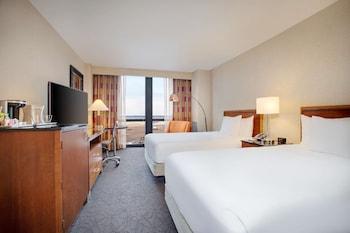 Room, 2 Double Beds (Runway View)