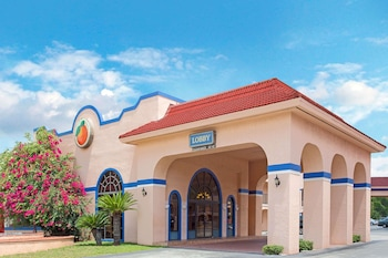 Hotel - Travelodge Suites by Wyndham Kissimmee Orange