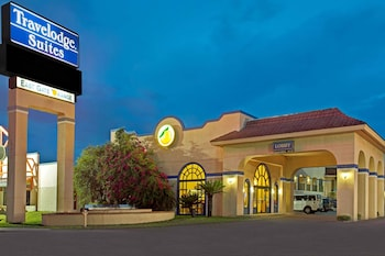 Exterior at Travelodge Suites by Wyndham Kissimmee Orange in Kissimmee