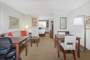 Hotel - Hawthorn Suites by Wyndham Midwest City Tinker AFB