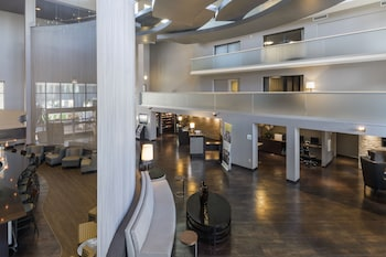 Lobby at Holiday Inn & Suites Phoenix Airport North in Phoenix