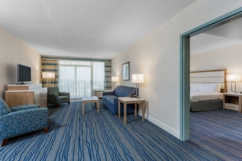 Guestroom at Wyndham Virginia Beach Oceanfront in Virginia Beach