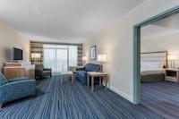 Suite, 1 King Bed, Kitchenette, Partial Ocean View (Not Pet Friendly)