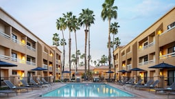Courtyard By Marriott Palm Springs