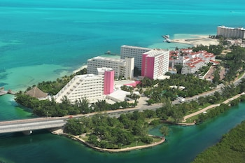 Book Oasis Palm All Inclusive in Cancun.