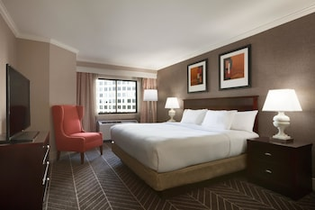 Guestroom at Hilton Arlington in Arlington
