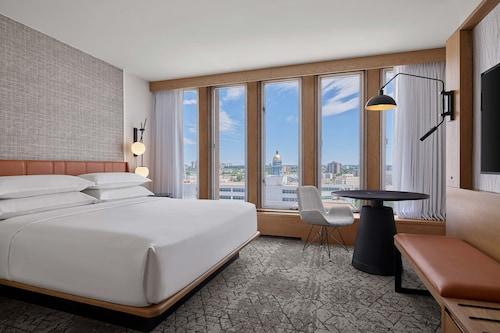 . Sheraton Denver Downtown Hotel