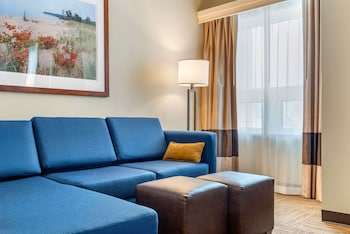 Suite, Multiple Beds, Non Smoking, City View (2 Queen, 1 Sofa Bed)