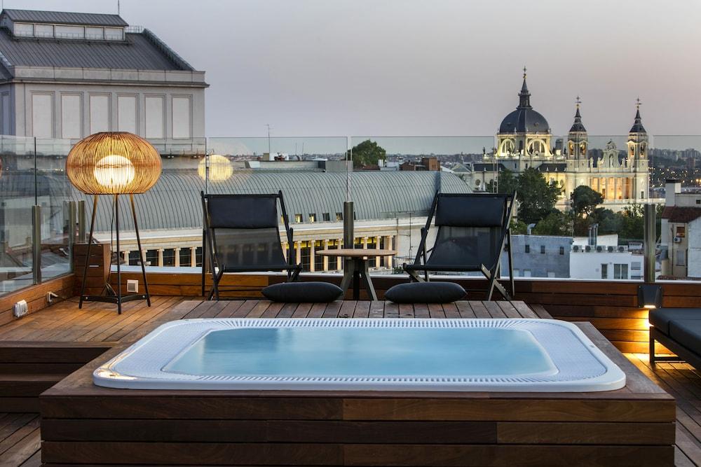 Gran Meliá Palacio de los Duques-Leading Hotels of the World