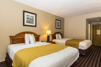 Guestroom at Garden Inn in Laurel