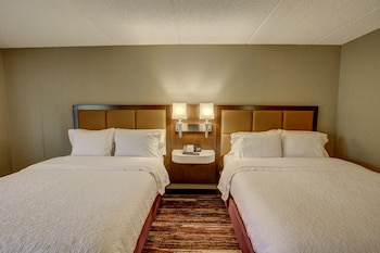 Guestroom at Hampton Inn San Diego-Kearny Mesa in San Diego