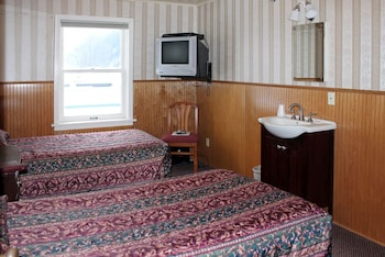 Economy Room, 2 Twin Beds, Shared Bathroom (Historic Wing)