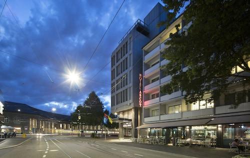 . Hotel Ascot