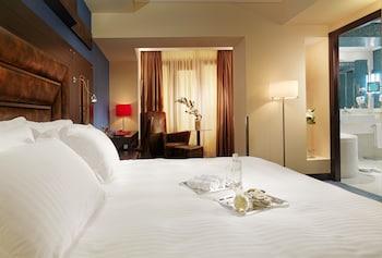 Club Room, 1 King Bed, Smoking