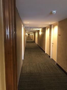 Interior Entrance at Gateway Hotel Dallas in Dallas