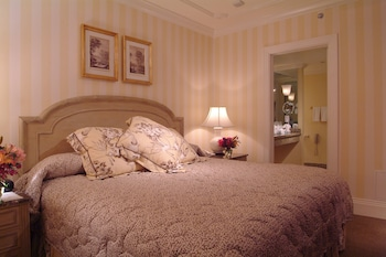 Suite, 1 King Bed (Vieux Carre)