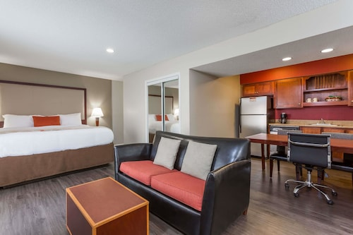 . Hawthorn Suites by Wyndham North Charleston, SC