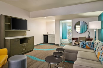 Club Suite, 1 King Bed with Sofa bed, Balcony, Corner