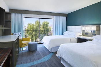 Executive Suite, Multiple Beds, Corner