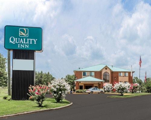 . Quality Inn Pell City I-20 exit 158