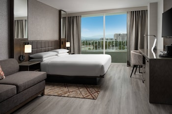 Classic Room, 1 King Bed, Non Smoking, Balcony