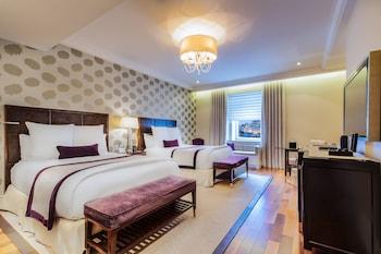 Signature Room, 2 Queen Beds, Non Smoking