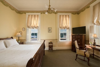 Room, 1 Queen Bed, Jetted Tub