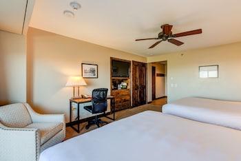 Deluxe Room, Multiple Beds (Alpine Vista Two King)