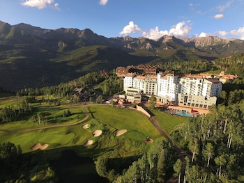 Hotel - The Peaks Resort and Spa