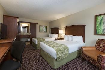 Guestroom at Rosen Inn at Pointe Orlando in Orlando