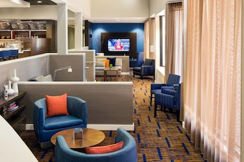Lobby at Courtyard Phoenix North by Marriott in Phoenix
