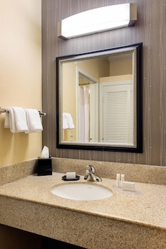 Guestroom at Courtyard Phoenix North by Marriott in Phoenix
