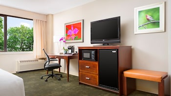 Guestroom at Holiday Inn Secaucus Meadowlands in Secaucus